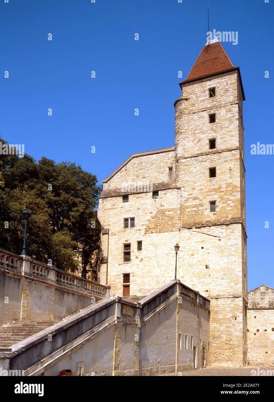 Auch, Midi-Pyrénées, Francia. 14thC Tour d'Armagnac en la cima del Escalier Monumental (Escalera, 1836) Foto de stock