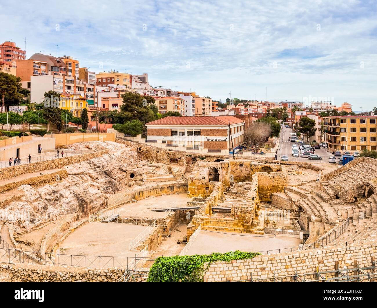 5 de marzo de 2020: Tarragona, España - el Anfiteatro Romano de Tarragona en primavera. Foto de stock