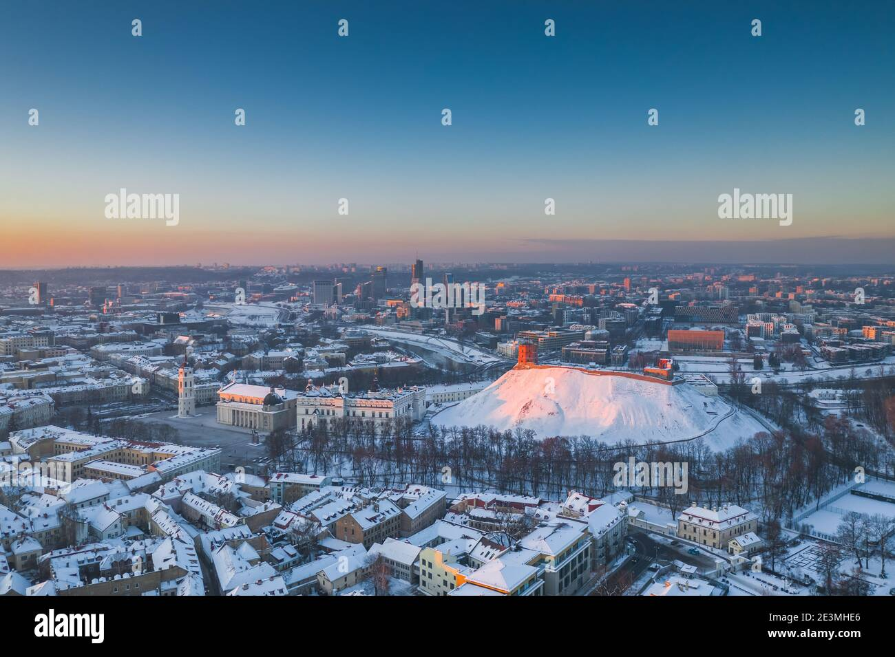 Paisaje aéreo de la ciudad de Vilnius, capital de Lituania Foto de stock
