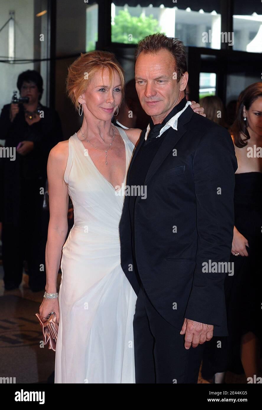 El cantante Sting y su esposa Trudie Styler asisten a la cena de los Corresponsales de la Casa Blanca el 9 de mayo de 2009 en el Hotel Hilton en Washington, DC. EE.UU. Foto de Olivier Douliery/ABACAPRESS.COM Foto de stock