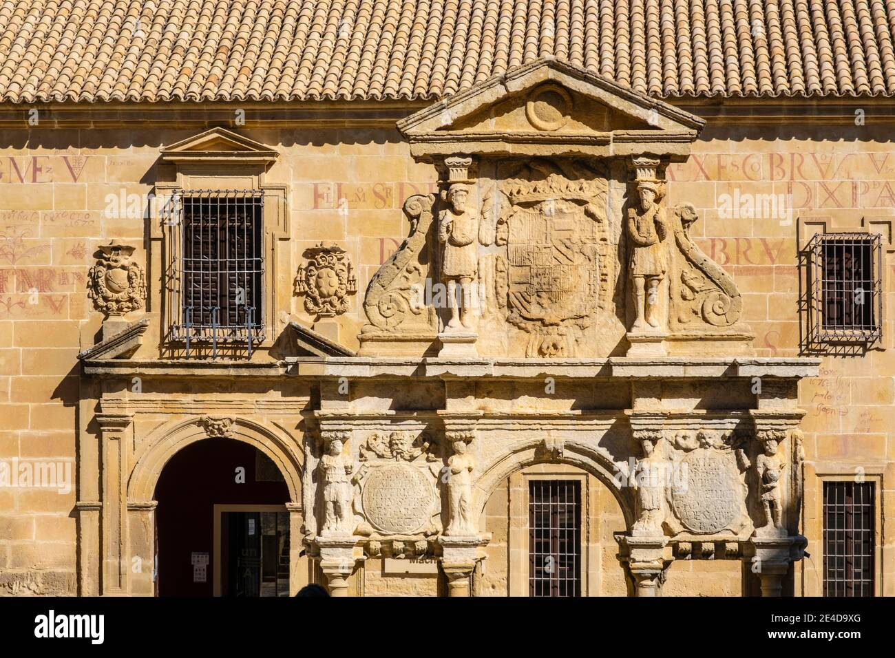 Fuente de Santa María en Plaza Santa María, Seminario de San Felipe Neri Universidad Internacional de Andalucía Antonio Machado. Baeza, UNESCO Mundo H Foto de stock