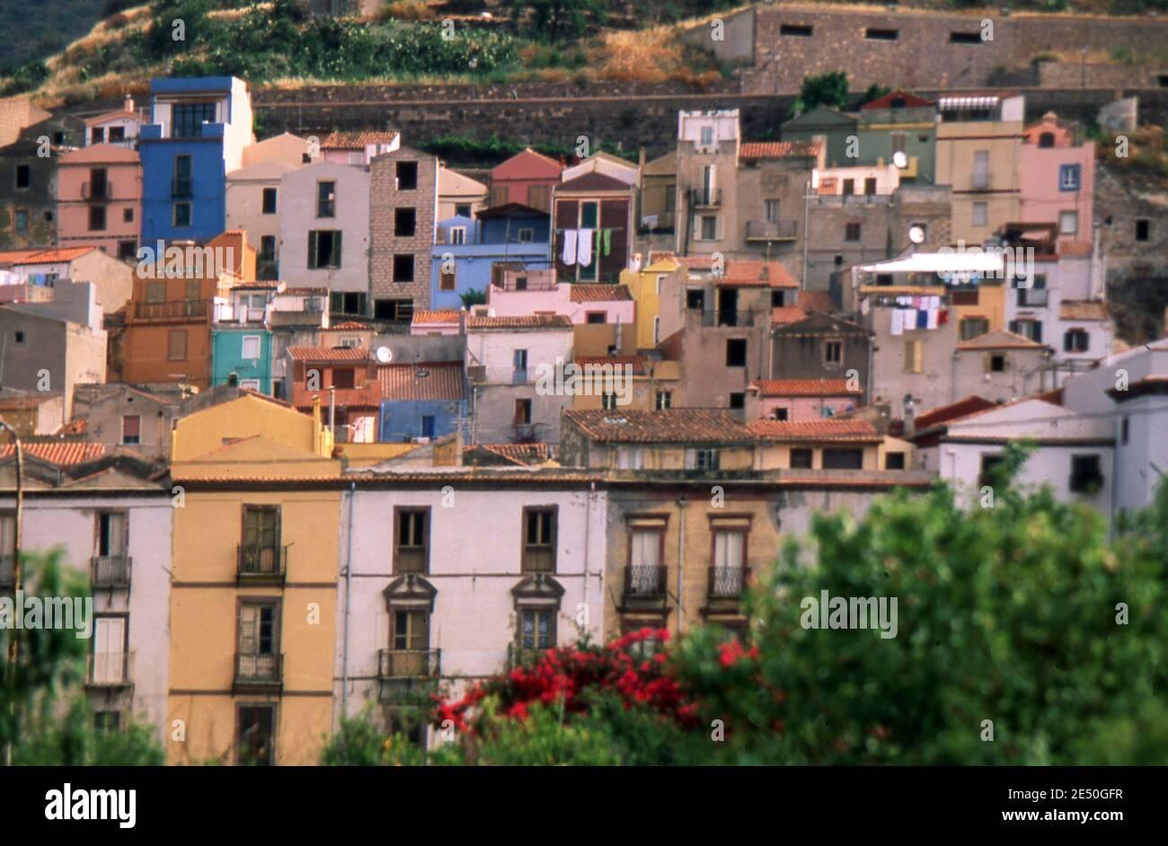 Bosa, Cerdeña, Italia. Ciudad antigua (escaneado desde el portaobjetos de color) Foto de stock