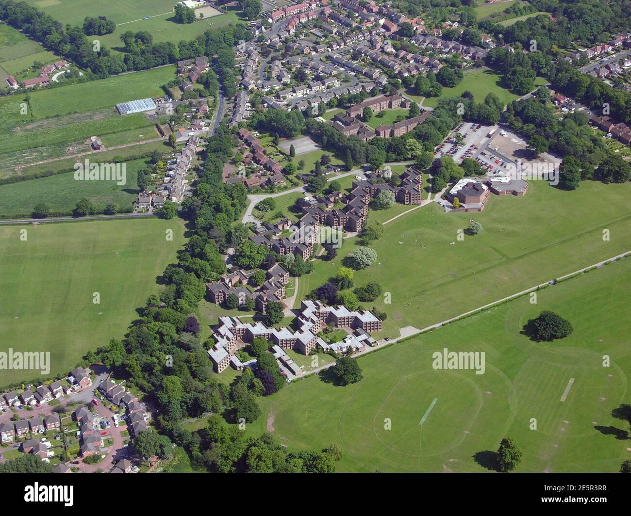 Vista aérea del césped, un antiguo complejo de alojamiento para estudiantes de la Universidad de Hull, situado en Cottingham, East Yorkshire Foto de stock