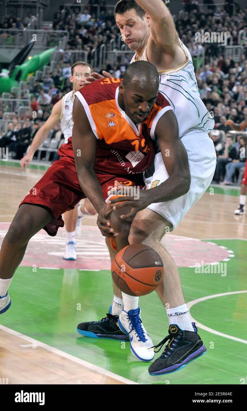 Goran Jagodnik (R) of Union Olimpija defends against Ali Traore of Lottomatica Roma during their men's Euroleague basketball group B game in Ljubljana February 23, 2011. REUTERS/Srdjan Zivulovic (SLOVENIA - Tags: SPORT BASKETBALL) Foto de stock