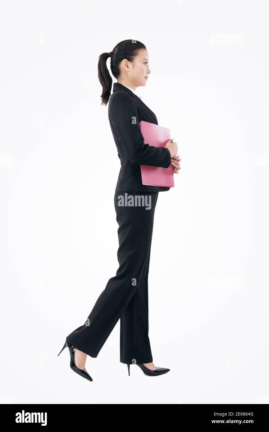 Mujer de negocios de moda sosteniendo una carpeta de alta calidad de foto Foto de stock