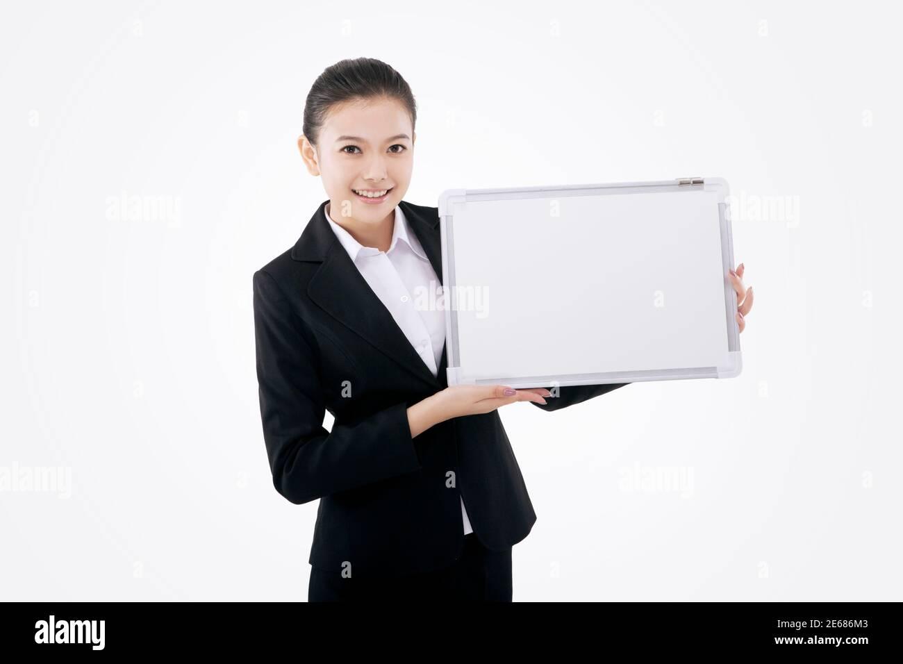 Mujer de negocios con pizarra blanca foto de alta calidad Foto de stock