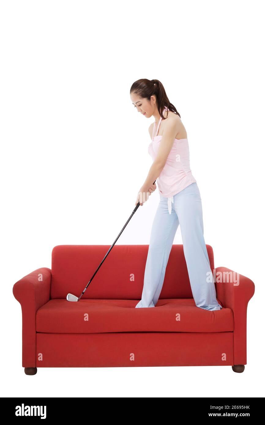Mujer de moda oriental con un club de golf foto de alta calidad Foto de stock