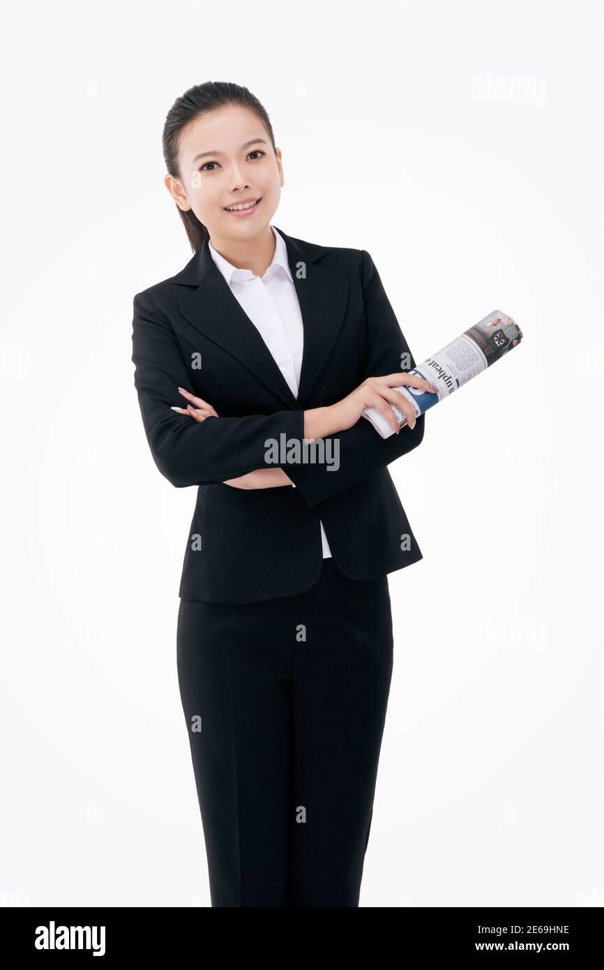 Mujer de negocios de moda con un periódico en inglés de alta calidad foto Foto de stock
