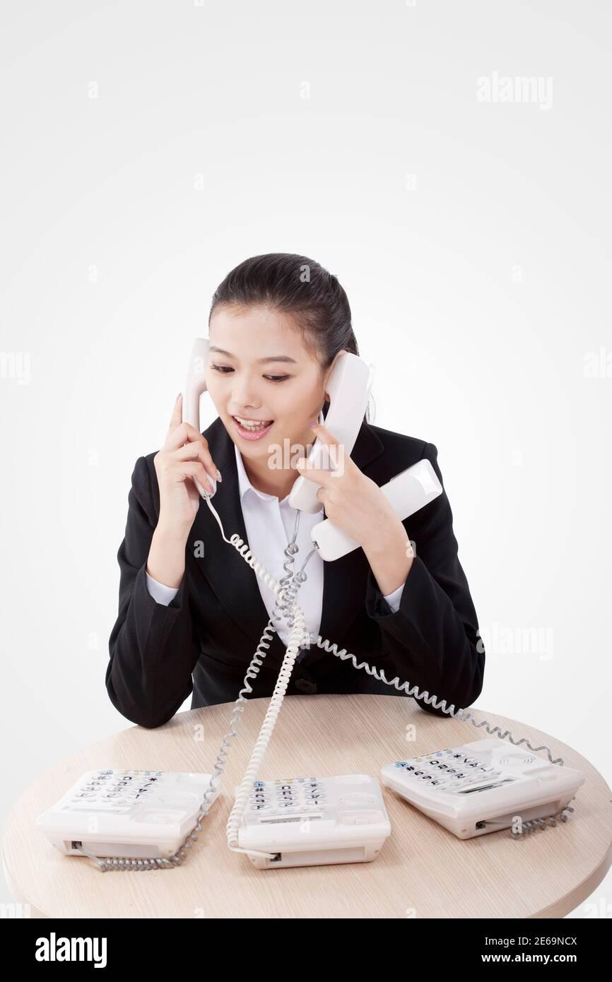 Mujer de negocios en el teléfono foto de alta calidad Foto de stock