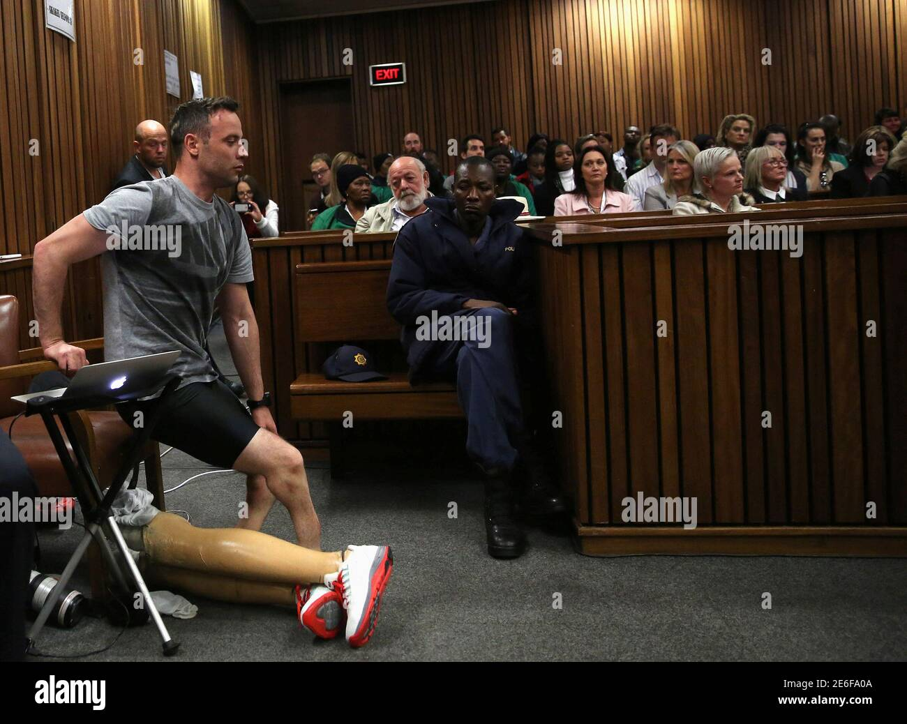 Paralympic gold medalist Oscar Pistorius prepares to walk across the courtroom without his prosthetic legs during the third day of the resentencing hearing for the 2013 murder of his girlfriend Reeva Steenkamp, at Pretoria High Court, South Africa June 15, 2016. REUTERS/Siphiwe Sibeko Foto de stock