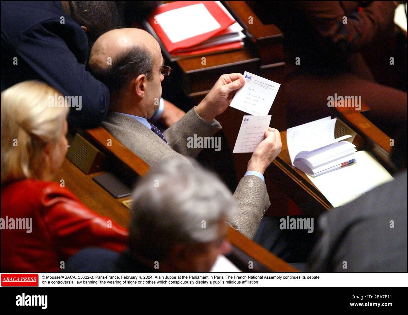 © Mousse/ABACA. 55622-3. París-Francia, 4 de febrero de 2004. Alain Juppe en el Parlamento de París. La Asamblea Nacional francesa continúa su debate sobre una controvertida ley que prohíbe el uso de señales o ropas que manifiesten notoriamente la afiliación religiosa de un alumno Foto de stock
