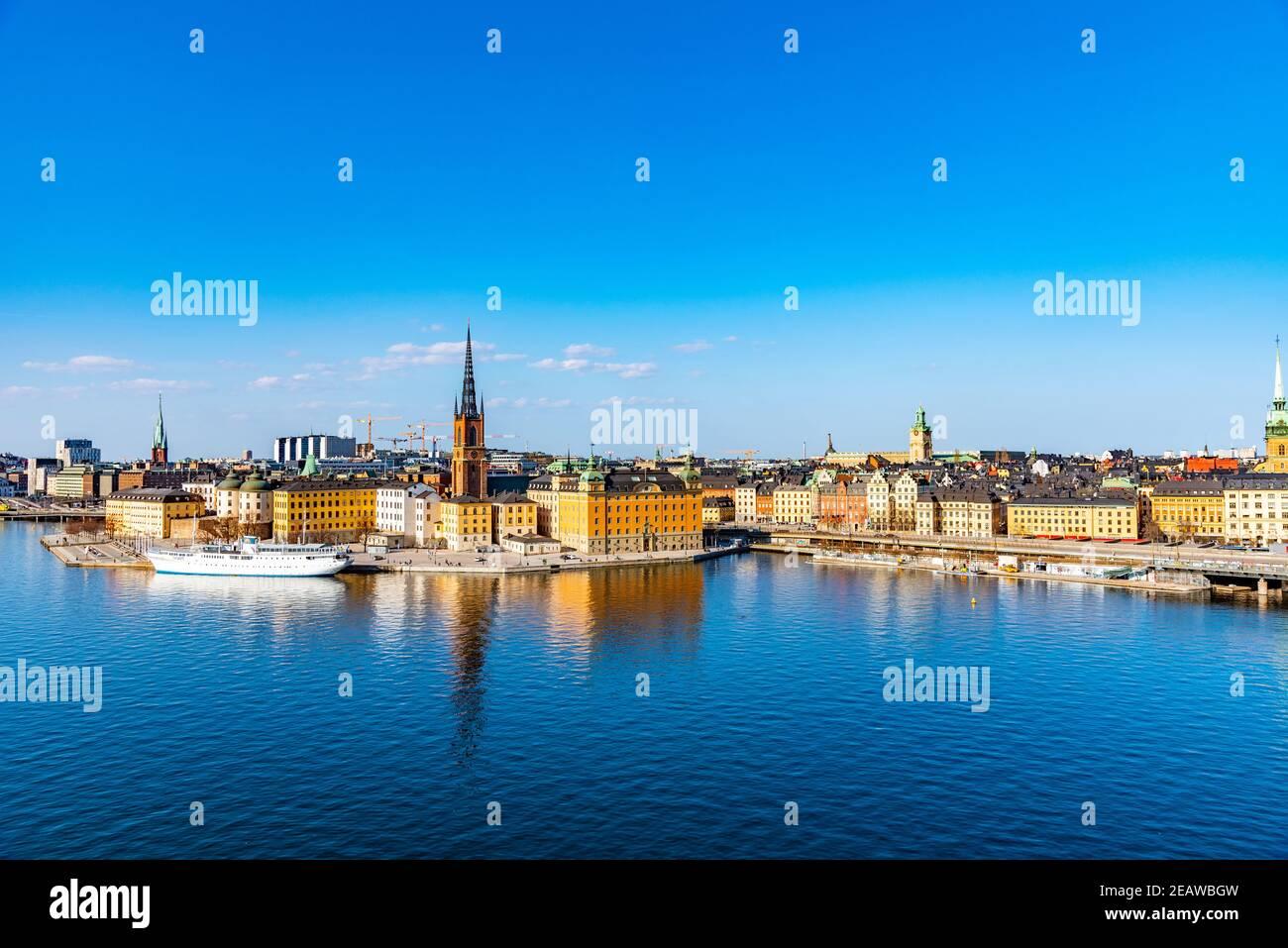 Gamla stan en Estocolmo visto desde la isla Sodermalm, Suecia Foto de stock