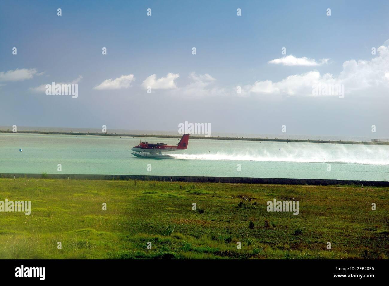 Maldivian Air taxi, de Haviland Canadá, DHC-6, hidroavión, 8Q-QBU, despegue, sea Port, Male Airport, Maldivas Foto de stock