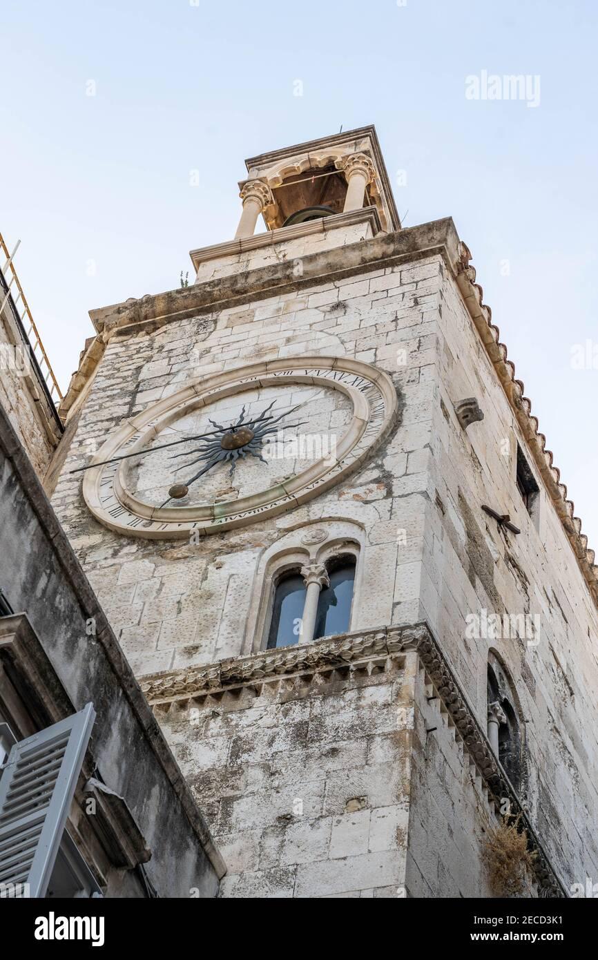 Vista del campanario de la Iglesia de nuestra Señora en la antigüedad Split ciudad en Croacia Foto de stock