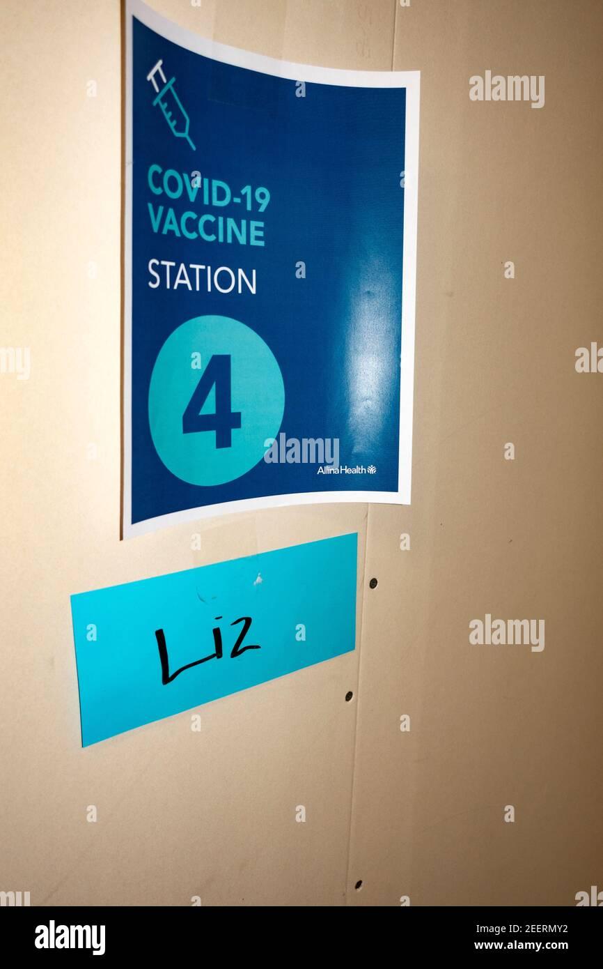 Estación de enfermería número 4 para administrar la vacuna COVID-19 Oakdale Minnesota MN EE.UU Foto de stock
