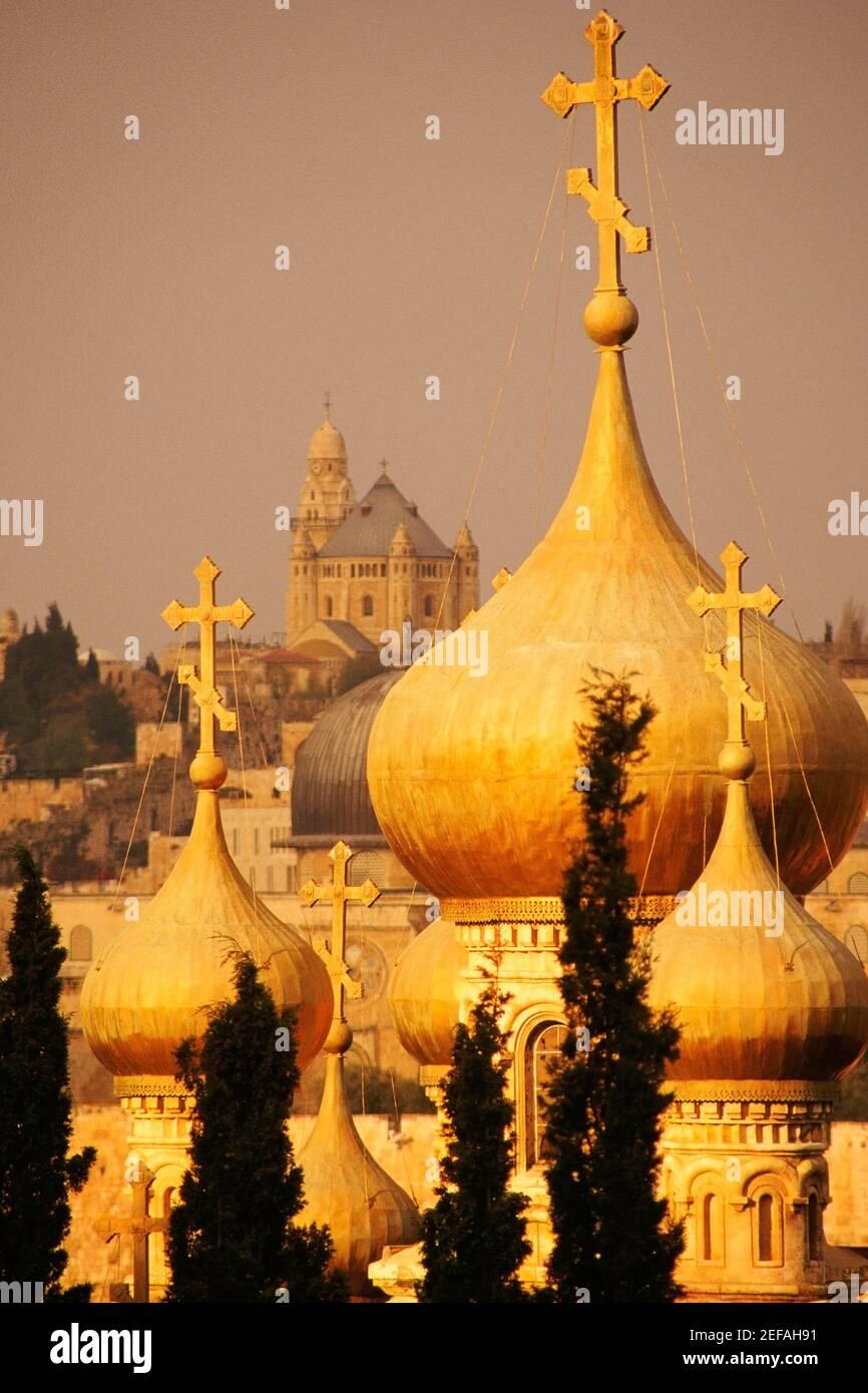 Cúpulas de una iglesia, Iglesia de Santa María Magdalena, Monte de los Olivos, Jerusalén, Israel Foto de stock