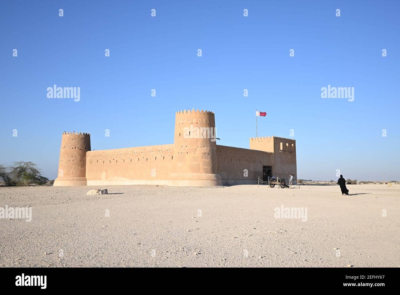 Vista del fuerte de al Zubara, una histórica fortaleza militar de Qatari que forma parte del sitio arqueológico de al Zubarah, declarado Patrimonio de la Humanidad por la UNESCO en Qatar. Foto de stock