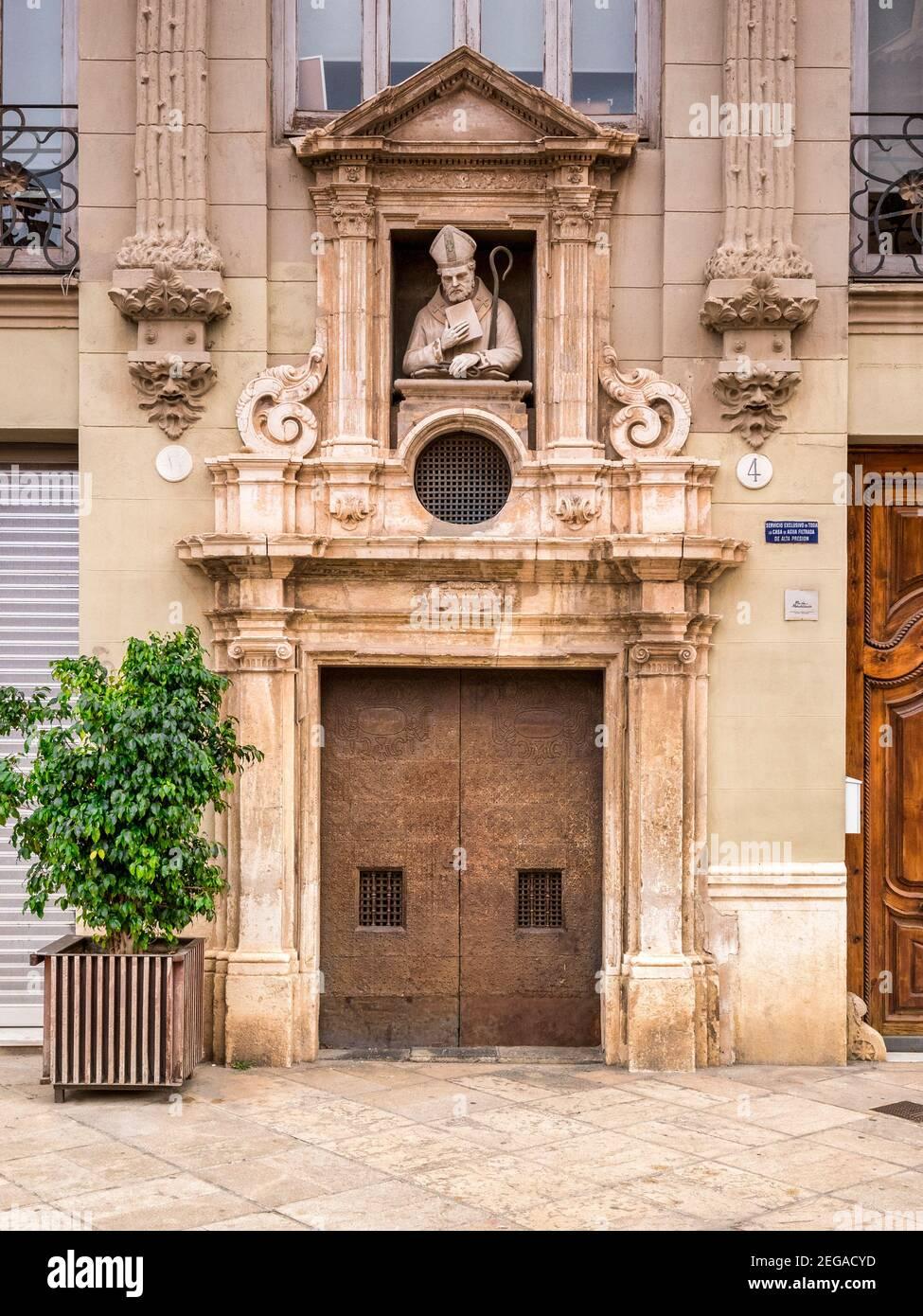 3 de marzo de 2020: Valencia, España - la puerta de la Capilla de San Valero, Valencia. Foto de stock