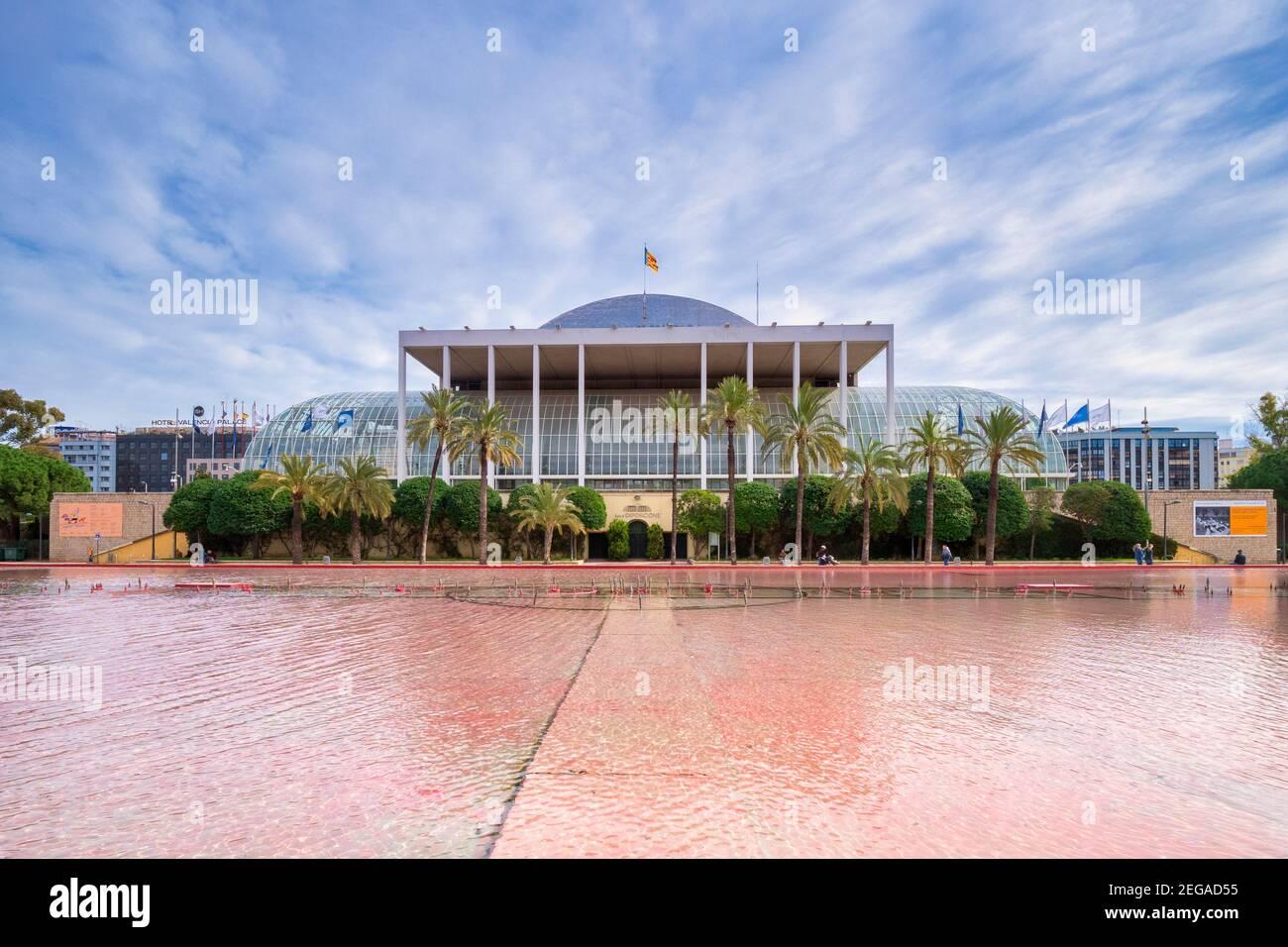 3 de marzo de 2020: Valencia, España - el Palau de la Musica, una sala de conciertos y centro de exposiciones en el Jardin del Turia, Valencia. Foto de stock