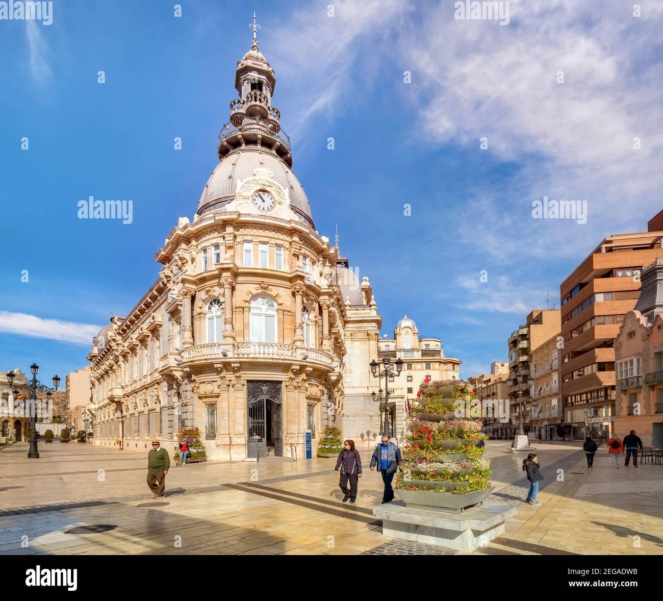 7 de marzo de 2020: Cartagena, España - Palacio Consistorial o Ayuntamiento de Cartagena en un buen día de primavera. Foto de stock