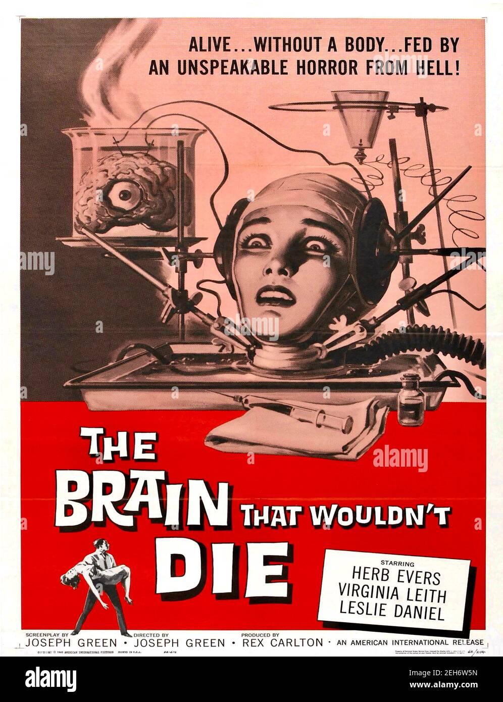 Reynold Brown diseñó un cartel para el cerebro que no moriría - 1961 Foto de stock