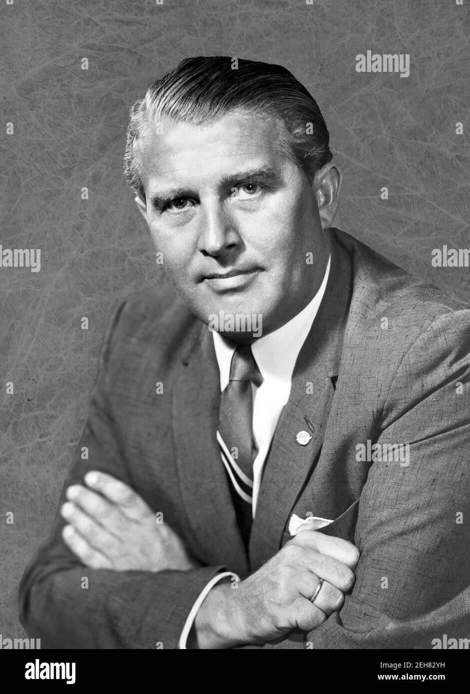 Wernher von Braun. Retrato del ingeniero aeroespacial alemán/americano y pionero de cohetes, Wernher Magnus Maximilian Freiherr von Braun (1912-1977), 1960 Foto de stock