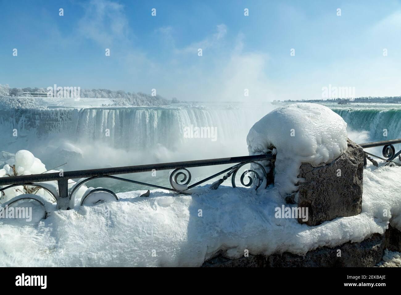 Cataratas del Niágara, Ontario, Canadá. Niagara Falls en invierno vista de la cascada de la herradura canadiense. Foto de stock