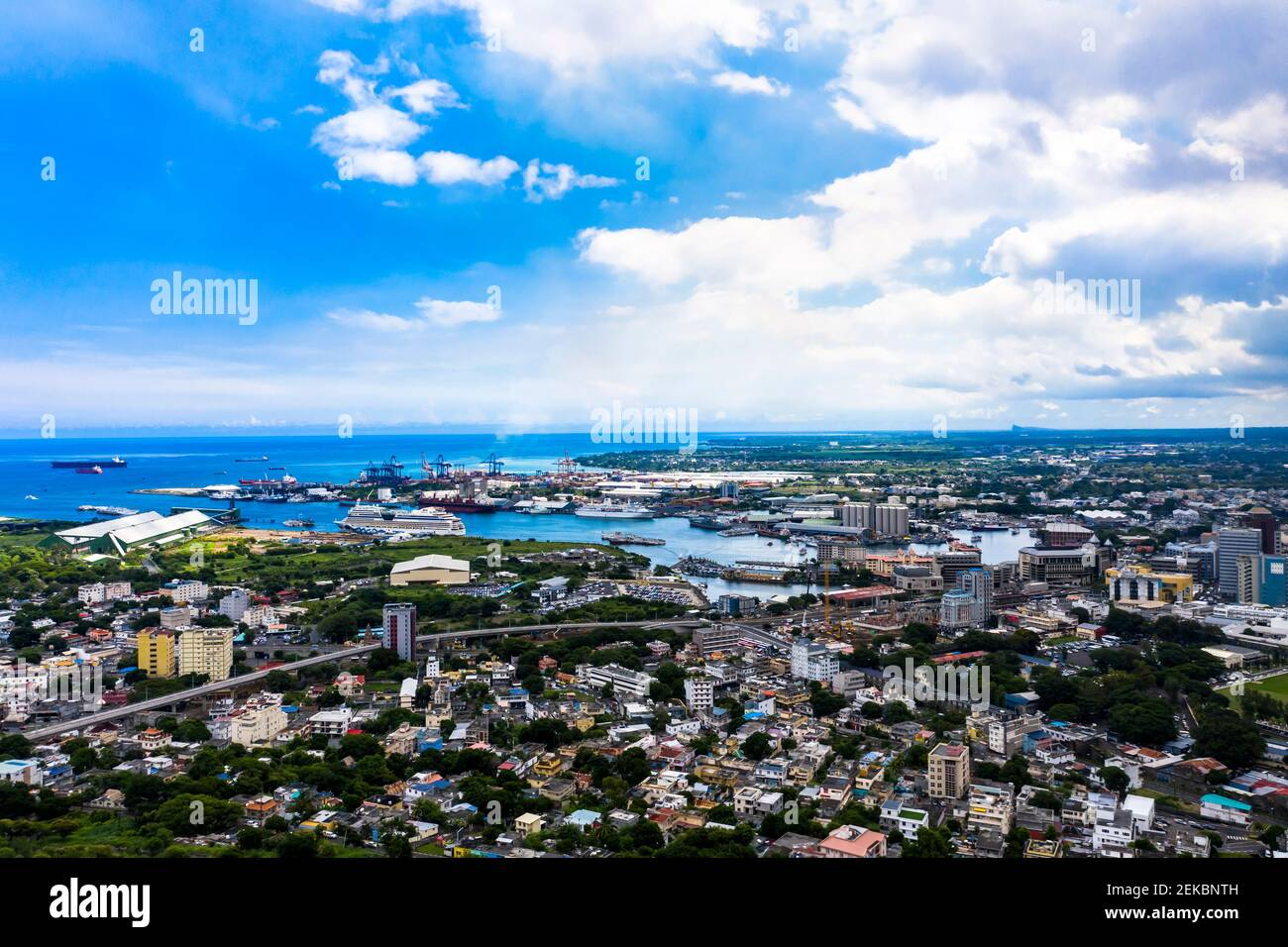 Luftaufnahme , Afrika, Mauricio, Stadtansicht Port Louis mit Hafen, Altstadt und Finanzdistrikt Foto de stock