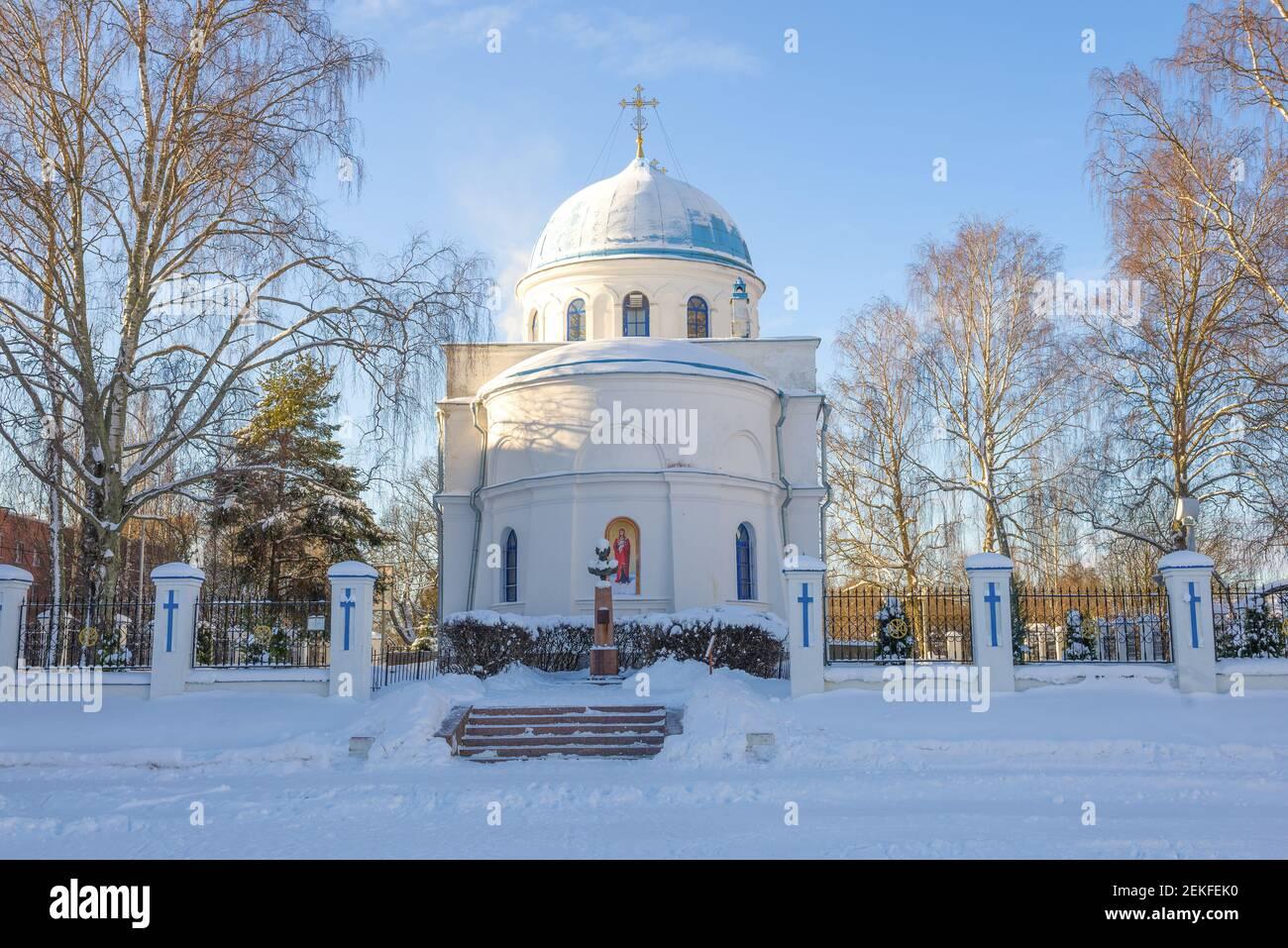 Catedral de la Natividad de la Santísima Virgen María en un soleado día de febrero. Priozersk, Rusia Foto de stock