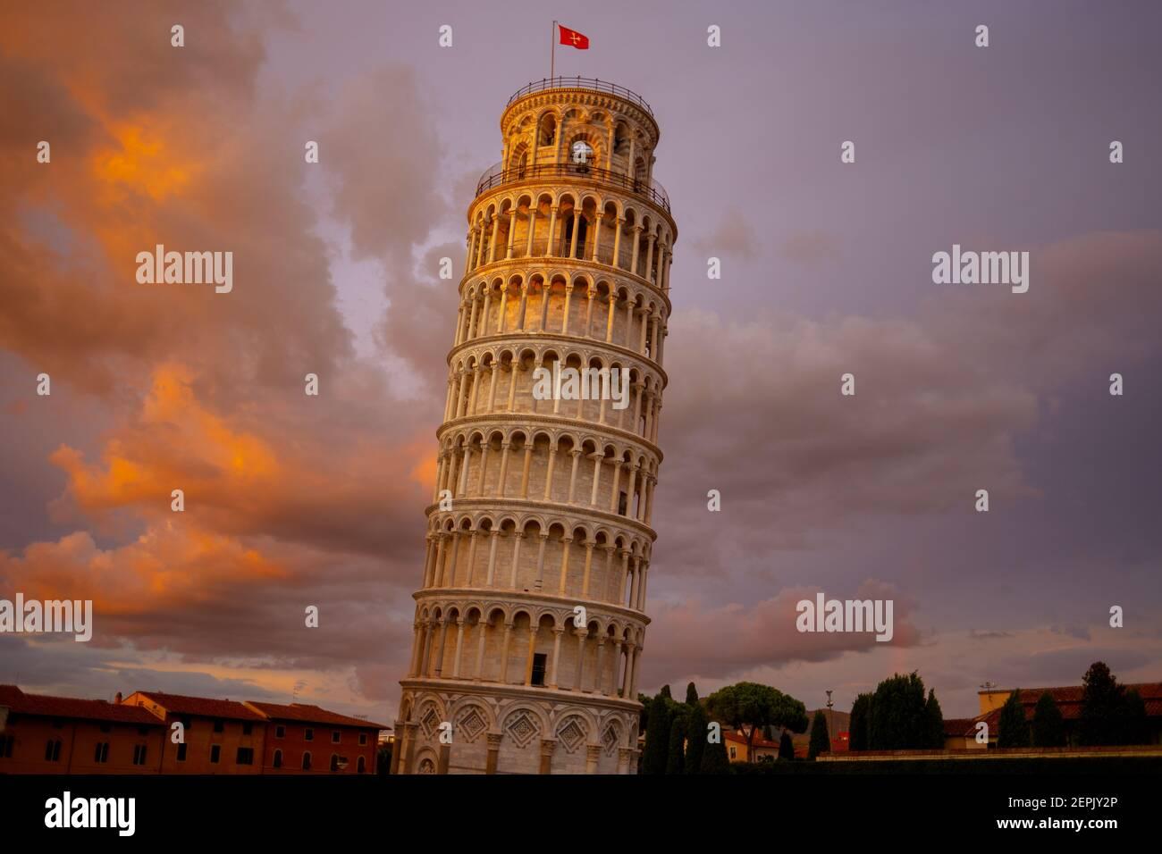 Con Torre inclinada en Pisa, Italia. Foto de stock