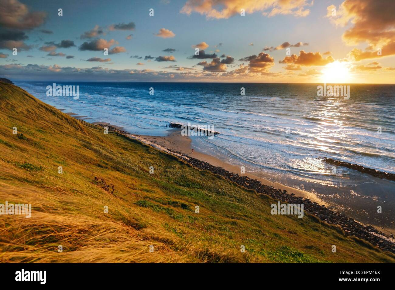 Puesta de sol en la costa de Lønstrup, Danmark; Lonstrup, Dinamarca Foto de stock