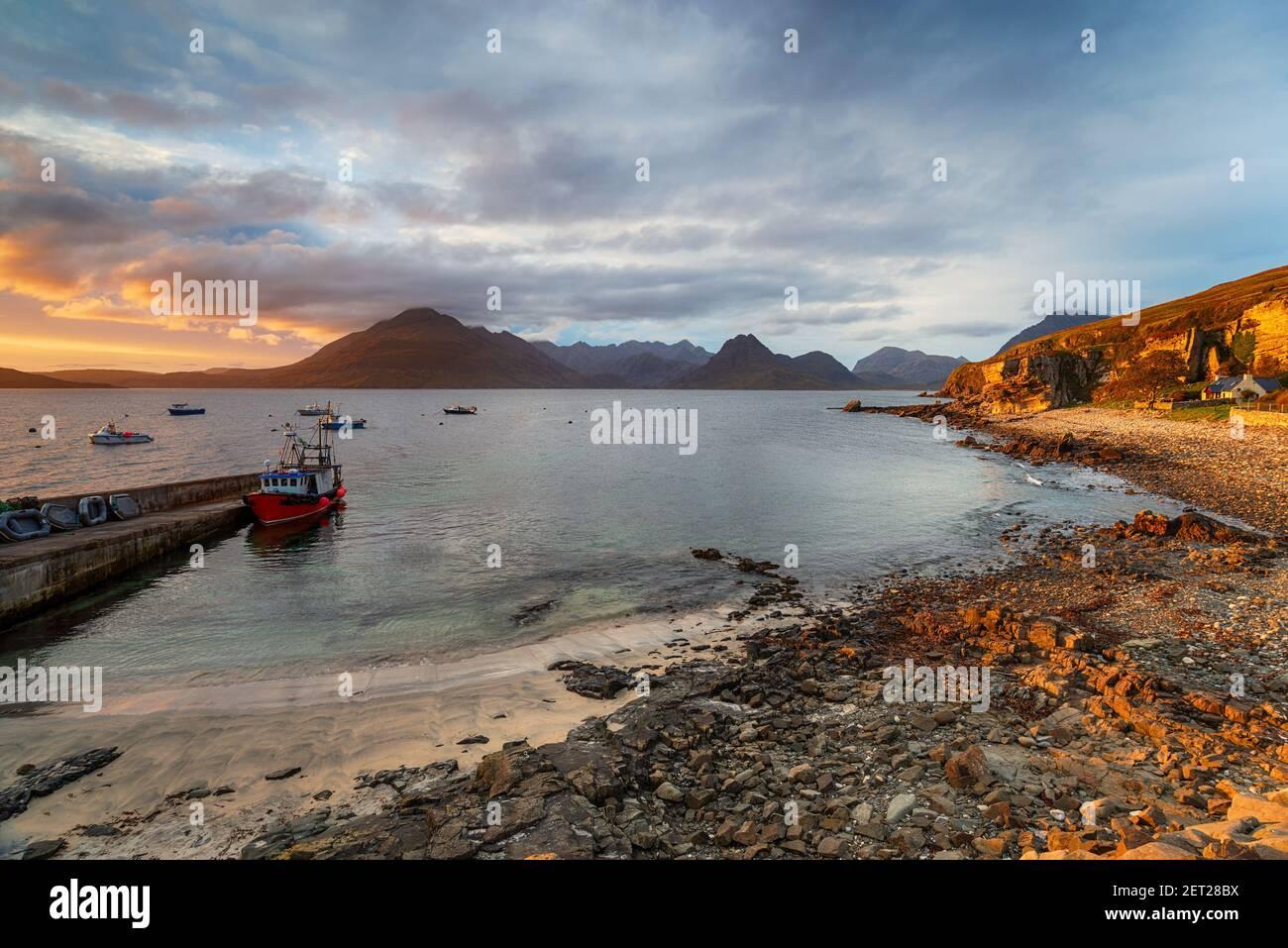 El puerto de Elgol en la Isla de Sky Foto de stock