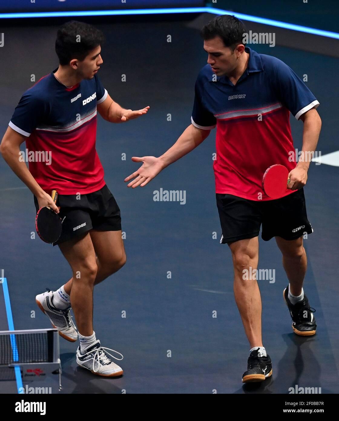 Doha. 6th de marzo de 2021. Gaston Alto (R) y Horacio Cifuentes de Argentina reaccionan durante la final de dobles de hombres contra Cho Daeseong y Lee Sangsu de Corea del Sur en el WTT Contender Doha en Doha, Qatar el 6 de marzo de 2021. Cho Daeseong y Lee Sangsu ganaron 3-2 para reclamar el título. Crédito: Nikku/Xinhua/Alamy Live News Foto de stock