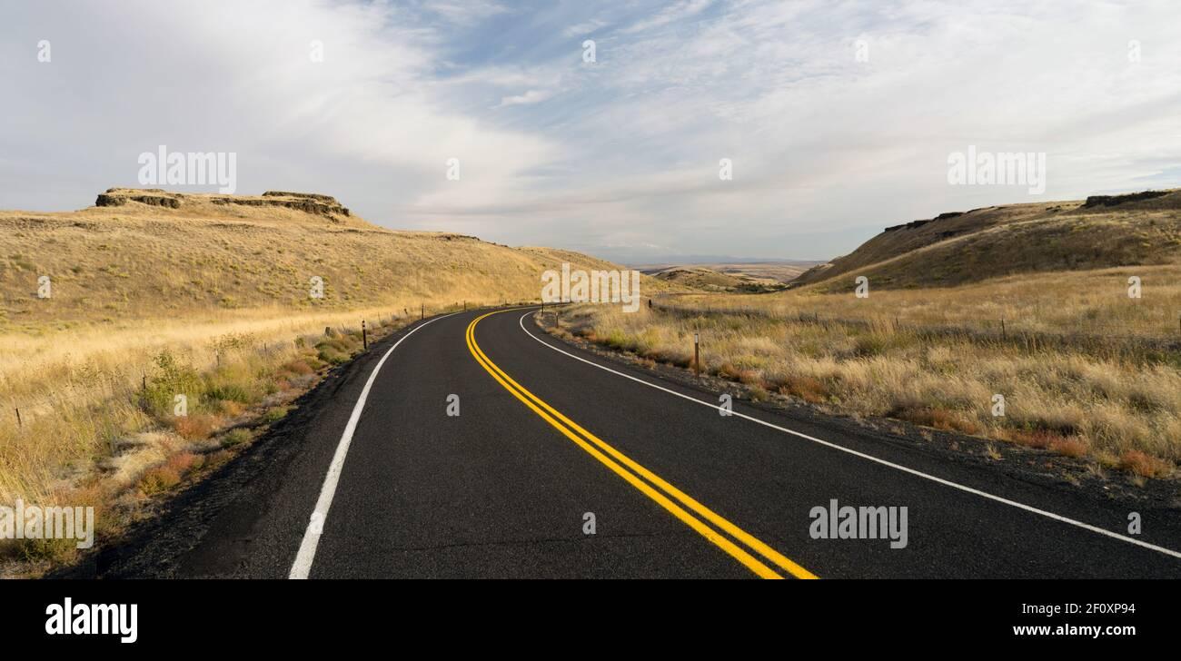 Carretera carretera de dos pistas del Estado de Oregón EE.UU. Foto de stock
