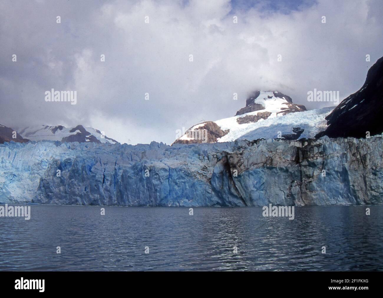 Patagonia Argentina, Provincia de Santa Cruz. Glaciar Perito Moreno (escaneado a partir de un portaobjetos de color) Foto de stock