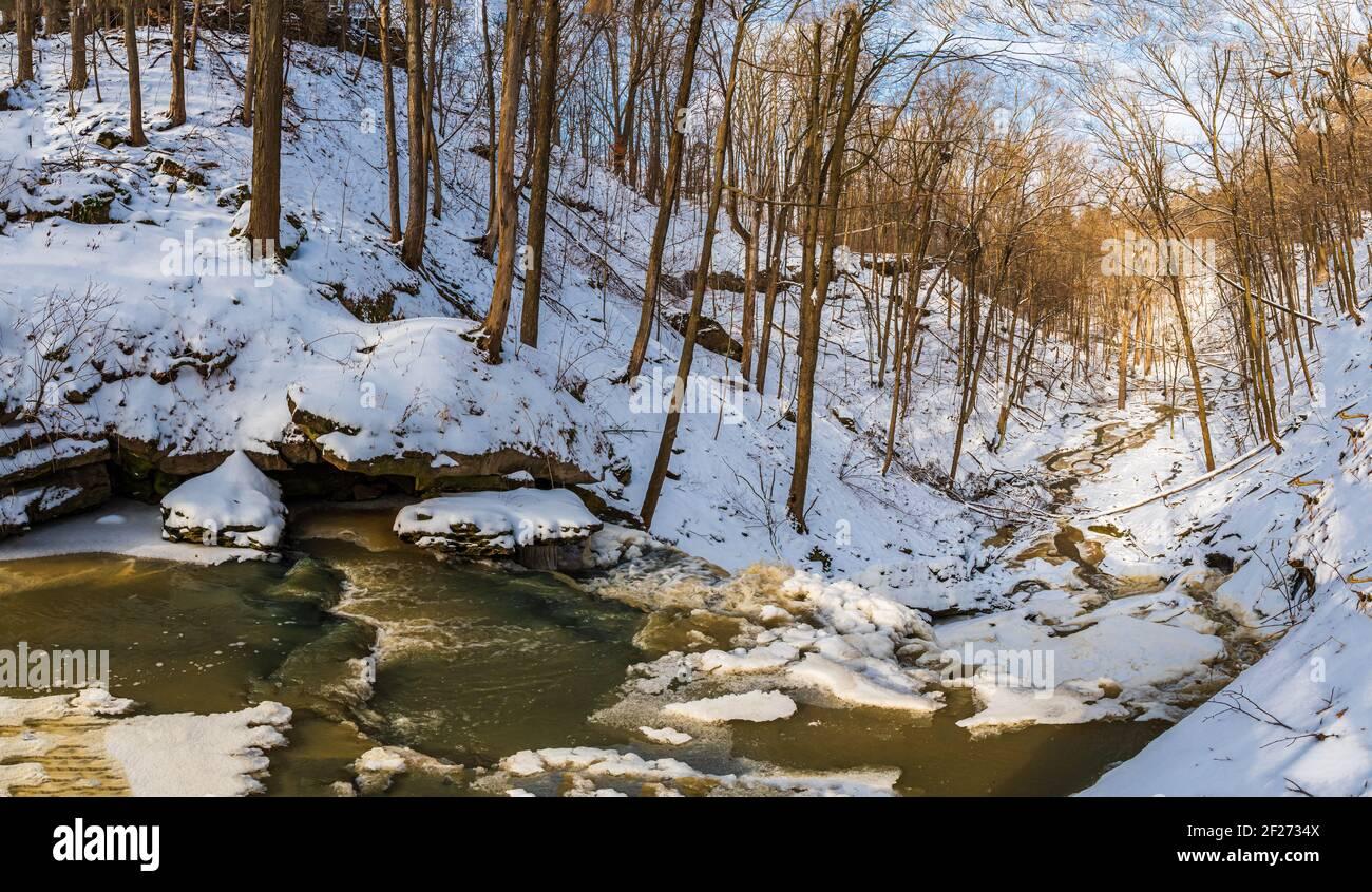 Louth Falls Conservation Area Niagara Escarpment Jordania Ontario Canadá in invierno Foto de stock