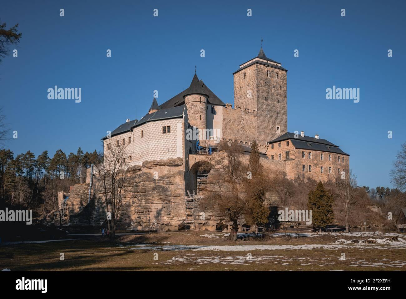Castillo gótico Kost en el Parque Nacional Cesky Raj - Paraíso Checo. Vista increíble al monumento medieval en la República Checa. Europa Central. Estado público Foto de stock