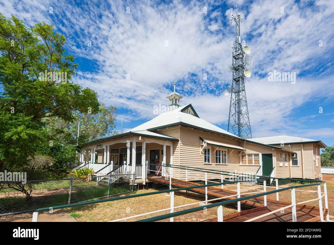 Oficina de correos ubicada en una antigua casa de Queenslander, Cunnamulla, Queensland, QLD, Australia Foto de stock