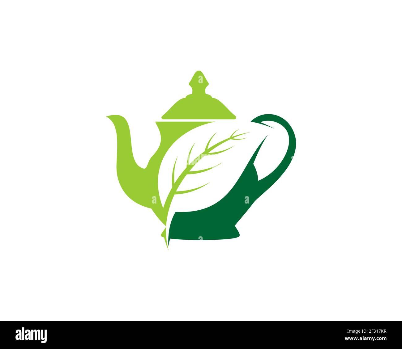 Tea pot con la hoja de la naturaleza en el interior Foto de stock