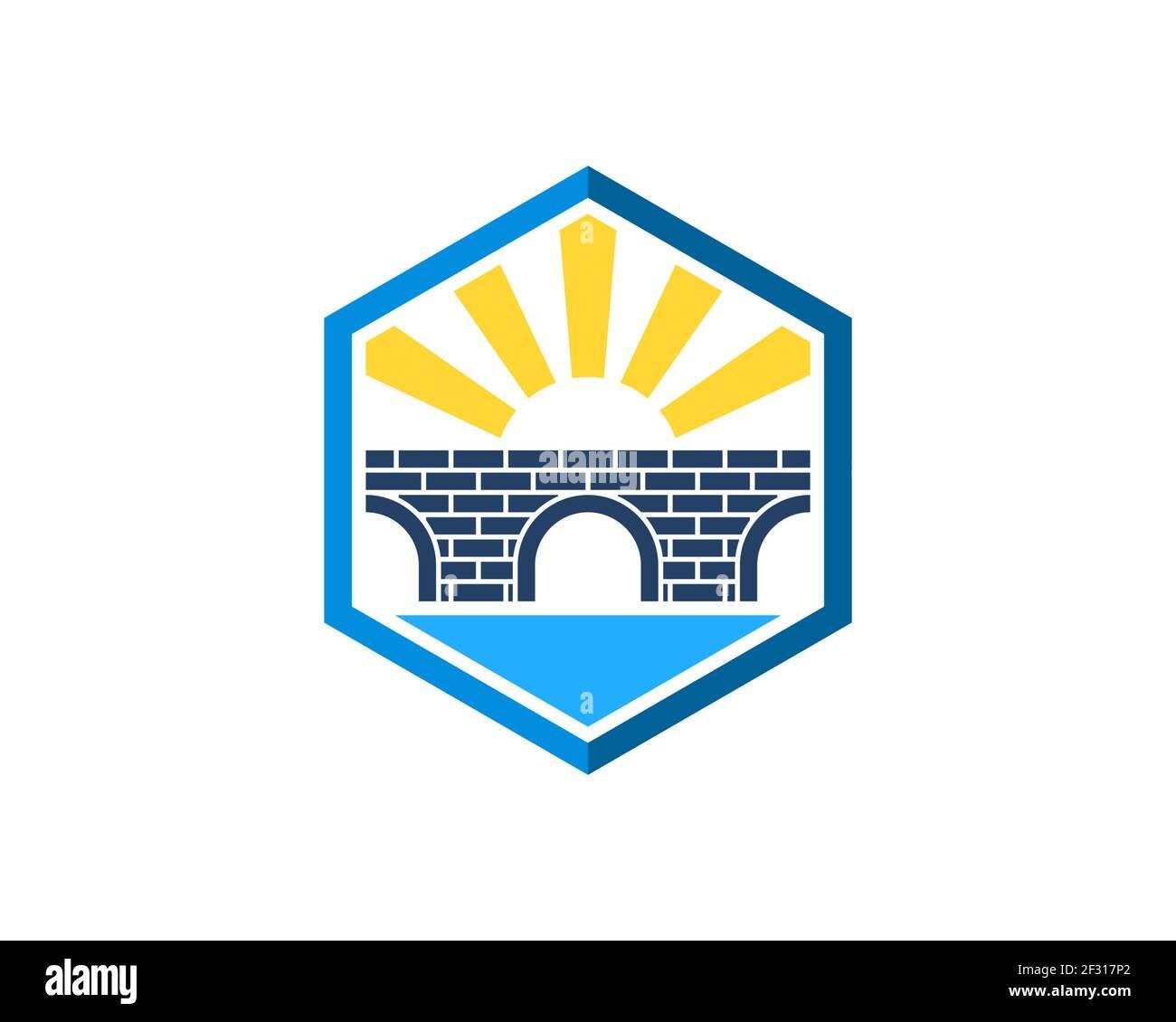Forma hexagonal con puente y sol brillante Foto de stock