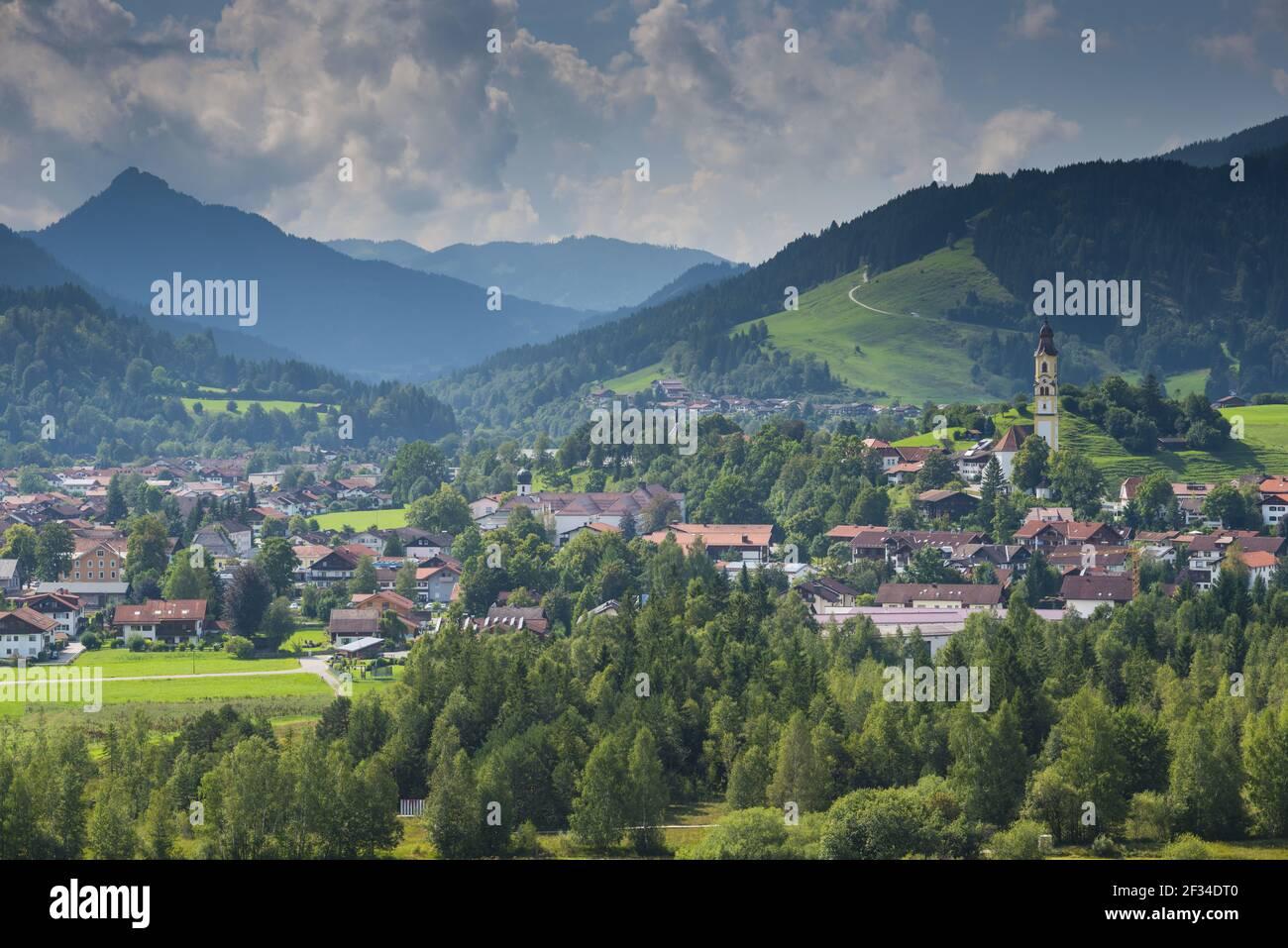 Geografía / viajes, Alemania, Baviera, iglesia parroquial de San Nicolás en Pfronten, Alto Bávari, Libertad de Panorama Foto de stock