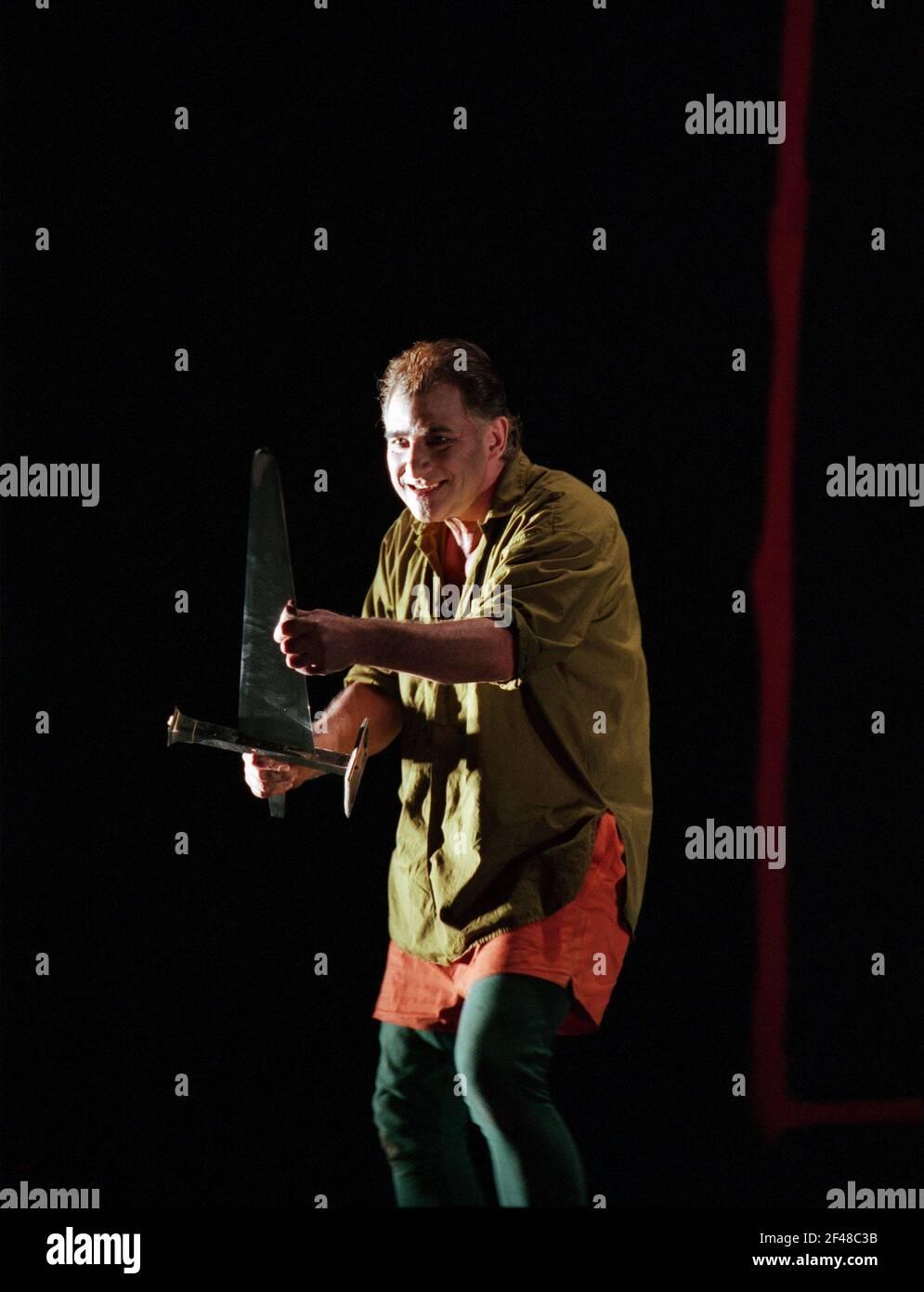 Siegfried Jerusalén (Siegfried) en SIEGFRIED por Wagner en la Royal Opera, Covent Garden, Londres WC2 27/03/1995 director: Bernard Haitink diseño: Nigel Lotería iluminación: Pat Collins movimiento: Matthew Hamilton director: Richard Jones Foto de stock