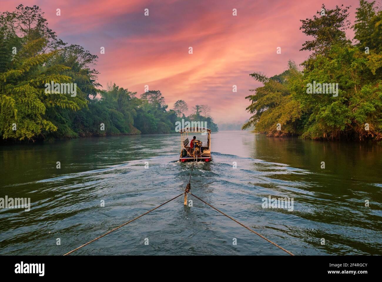 Temprano por la mañana en el río Kwai Foto de stock