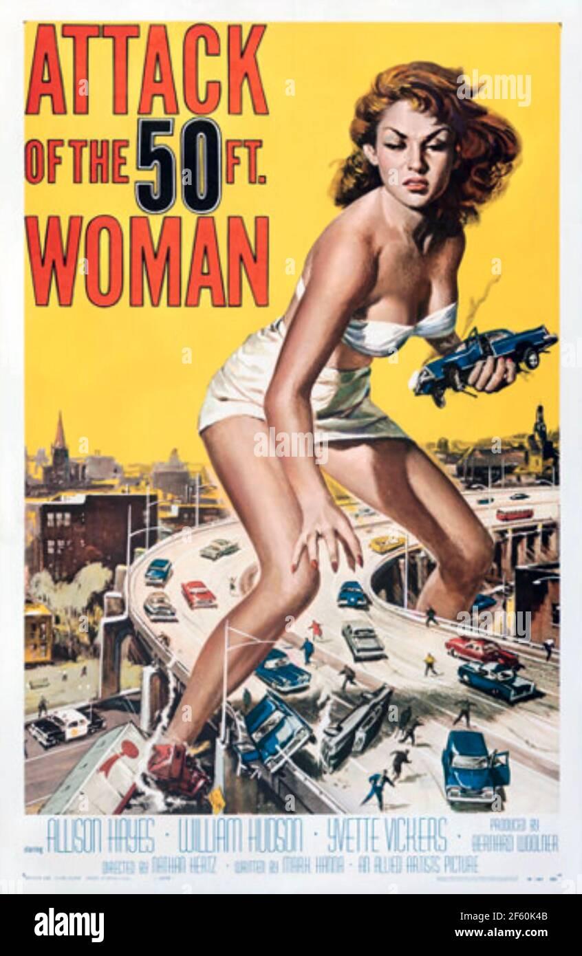 ATAQUE DE LA MUJER de 50 PIES 1958 Artistas Aliados Fotos Película - diseño de póster por Reynold Brown Foto de stock