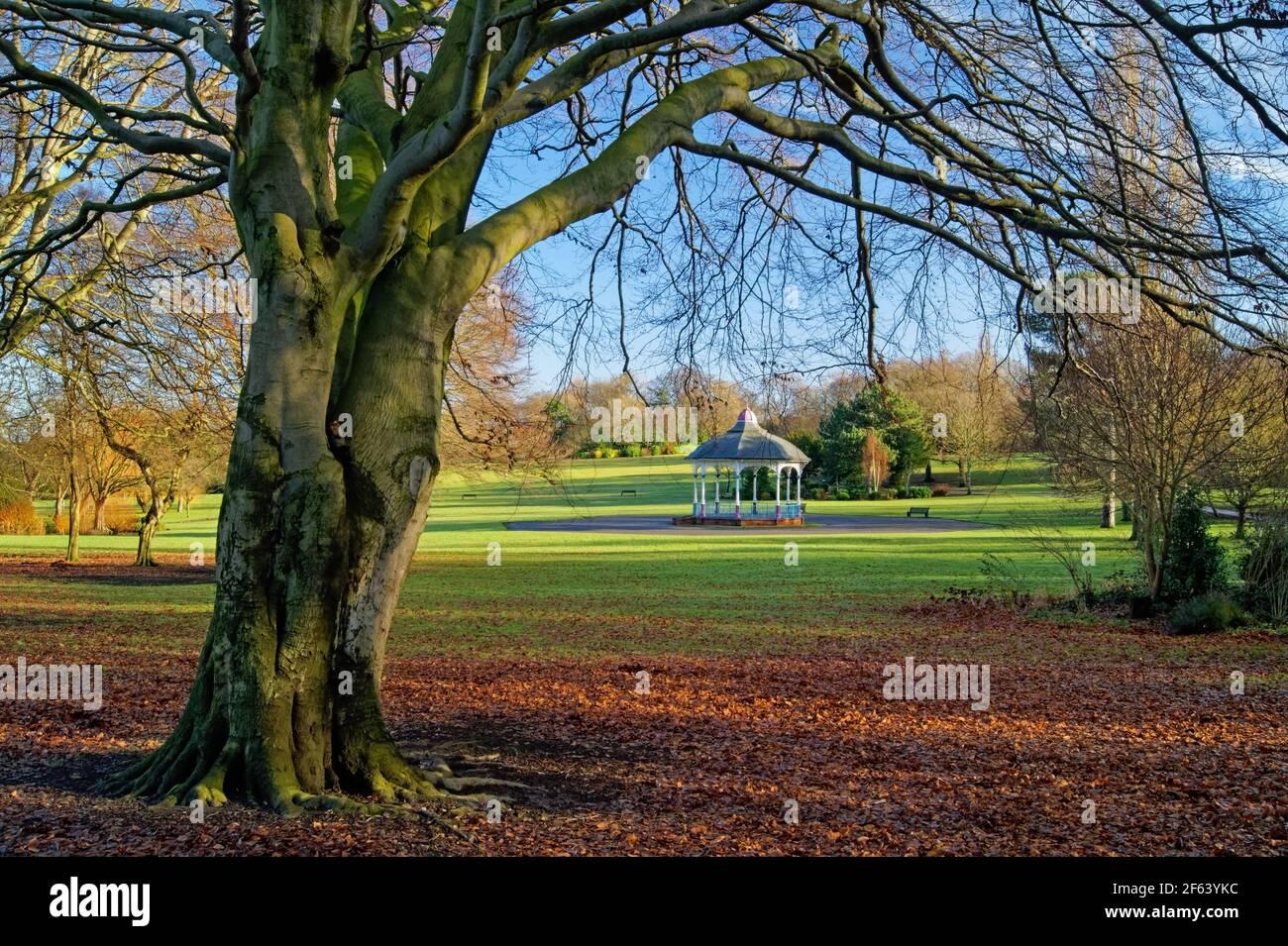 Reino Unido, South Yorkshire, Barnsley, Locke Park Bandstand Foto de stock