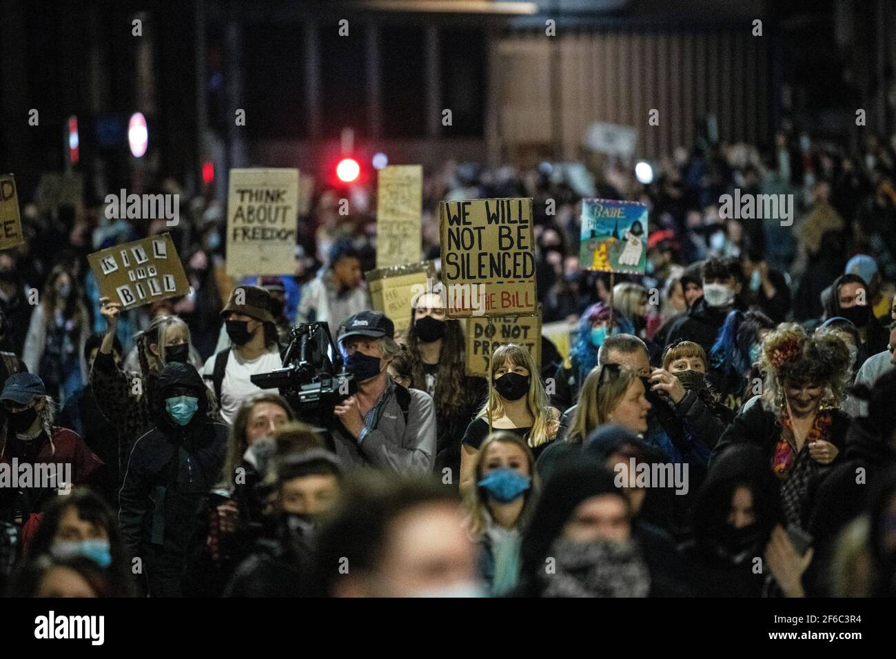 """La gente participa en una protesta de """"matar el proyecto de ley"""" en Bristol contra el proyecto de ley de policía, crimen, sentencia y tribunales. Foto de stock"""