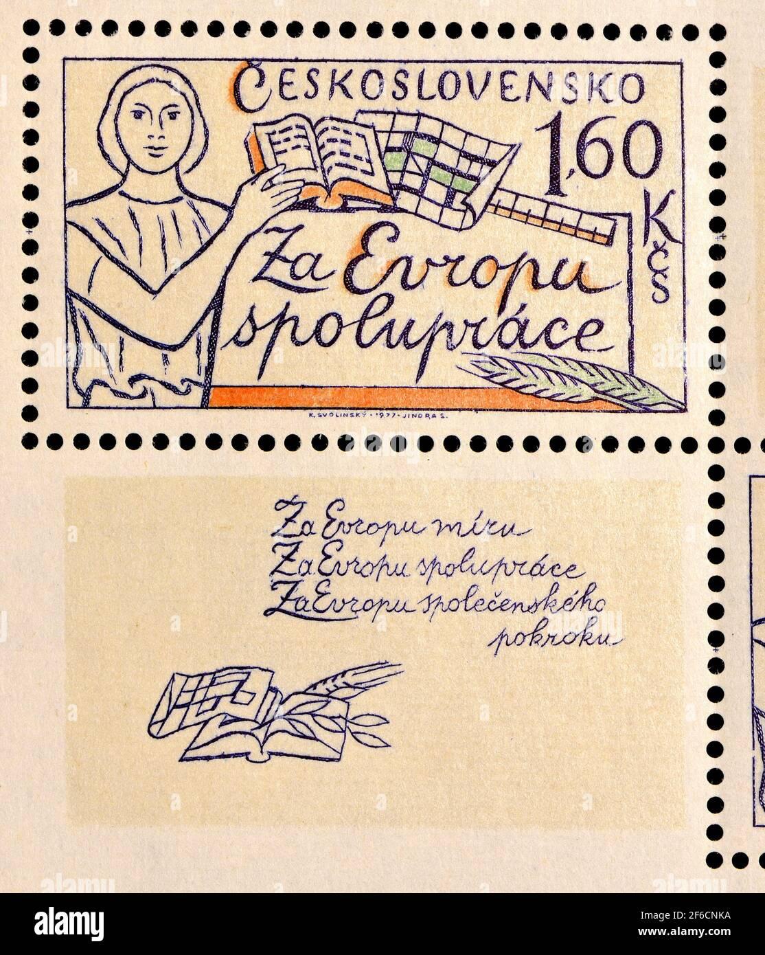 """Checoslovaco sello postal mini-hoja (1977) de una serie """"por una Europa de paz, cooperación y progreso social"""" 1,60Kcs: Cooperación Foto de stock"""