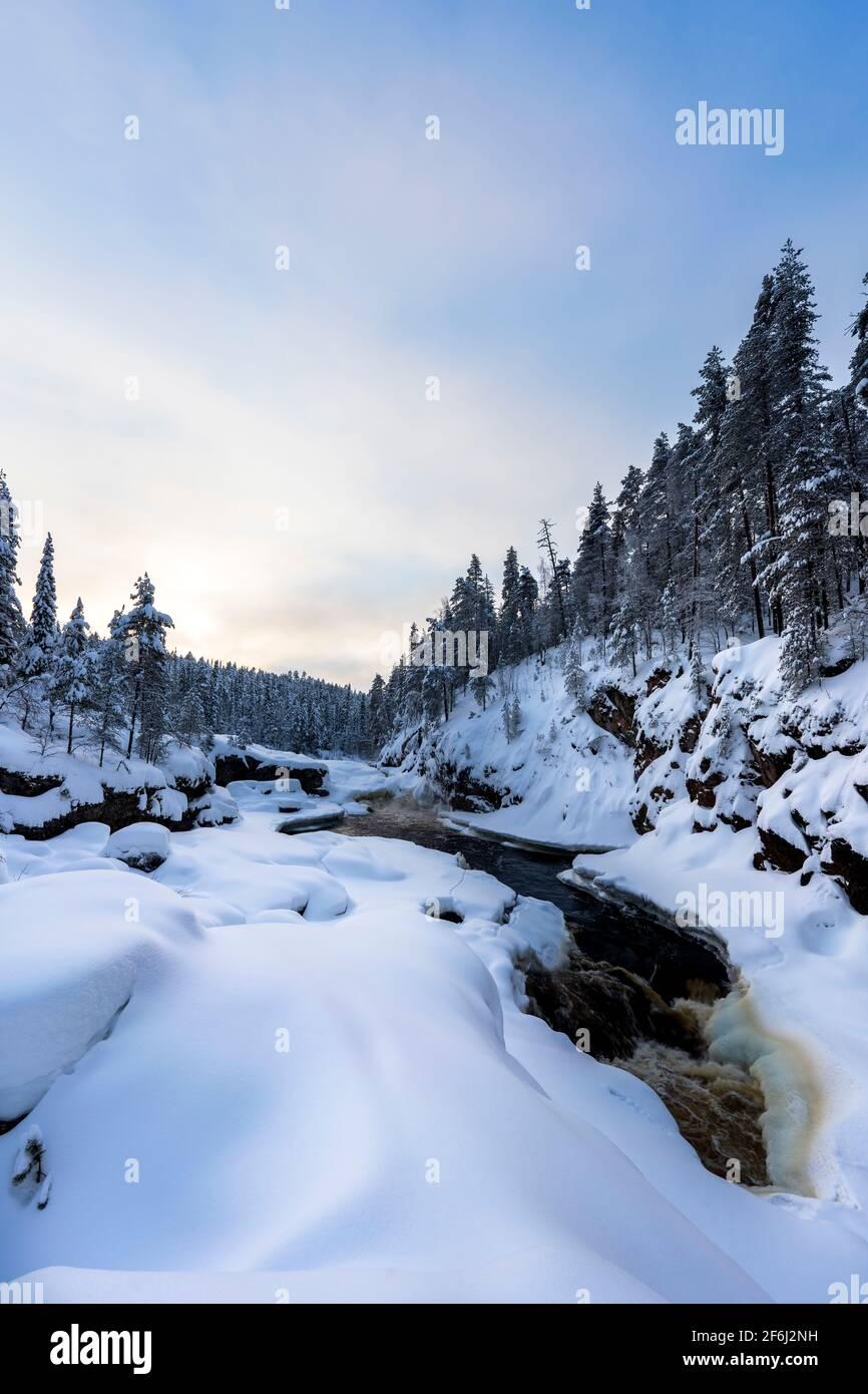 Rápidos de Kiutakongas en Kuusamo, Finlandia Foto de stock