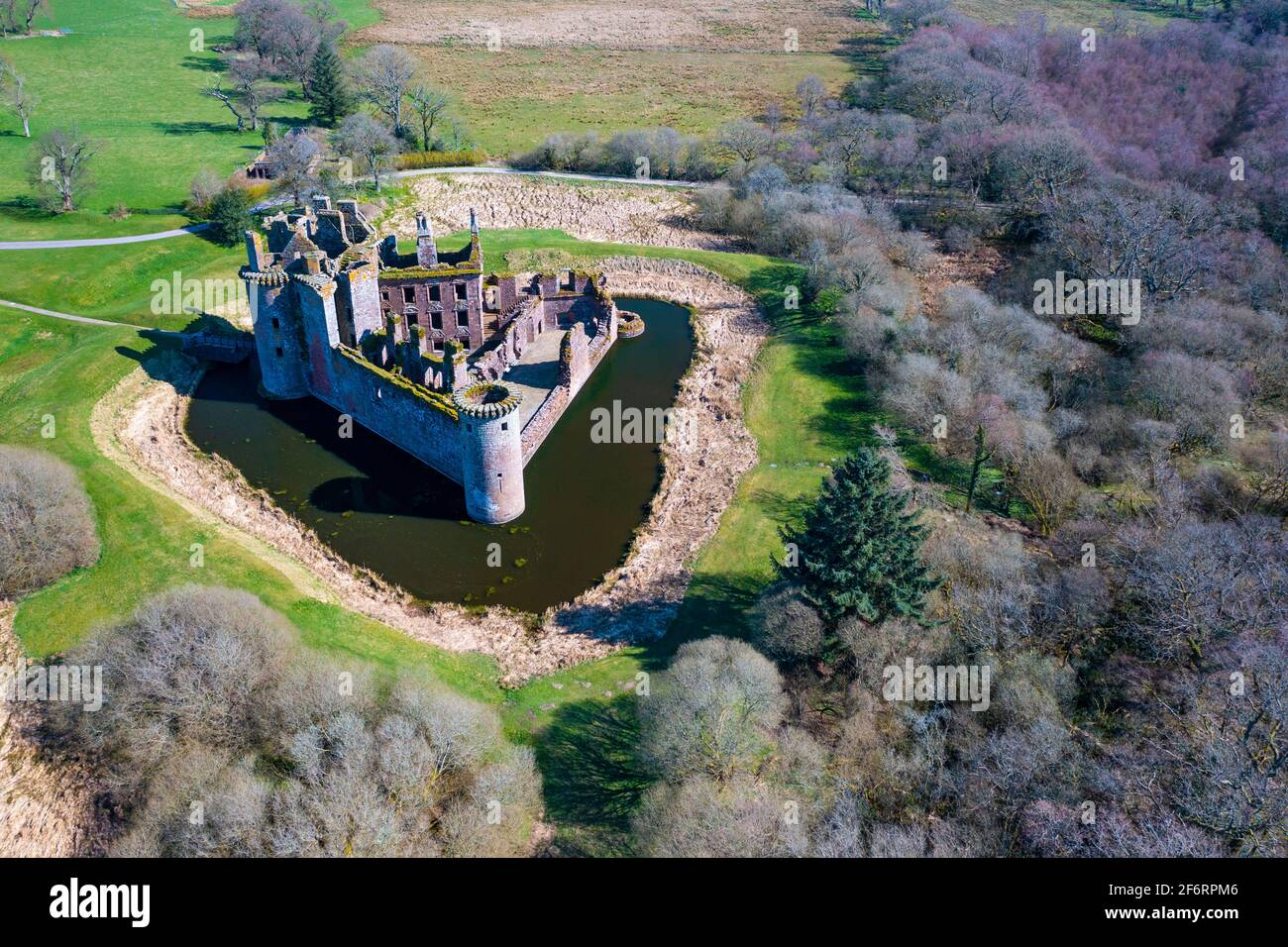 Vista aérea del Castillo de Caerlaverock en Dumfries y Galloway, Escocia, Reino Unido Foto de stock