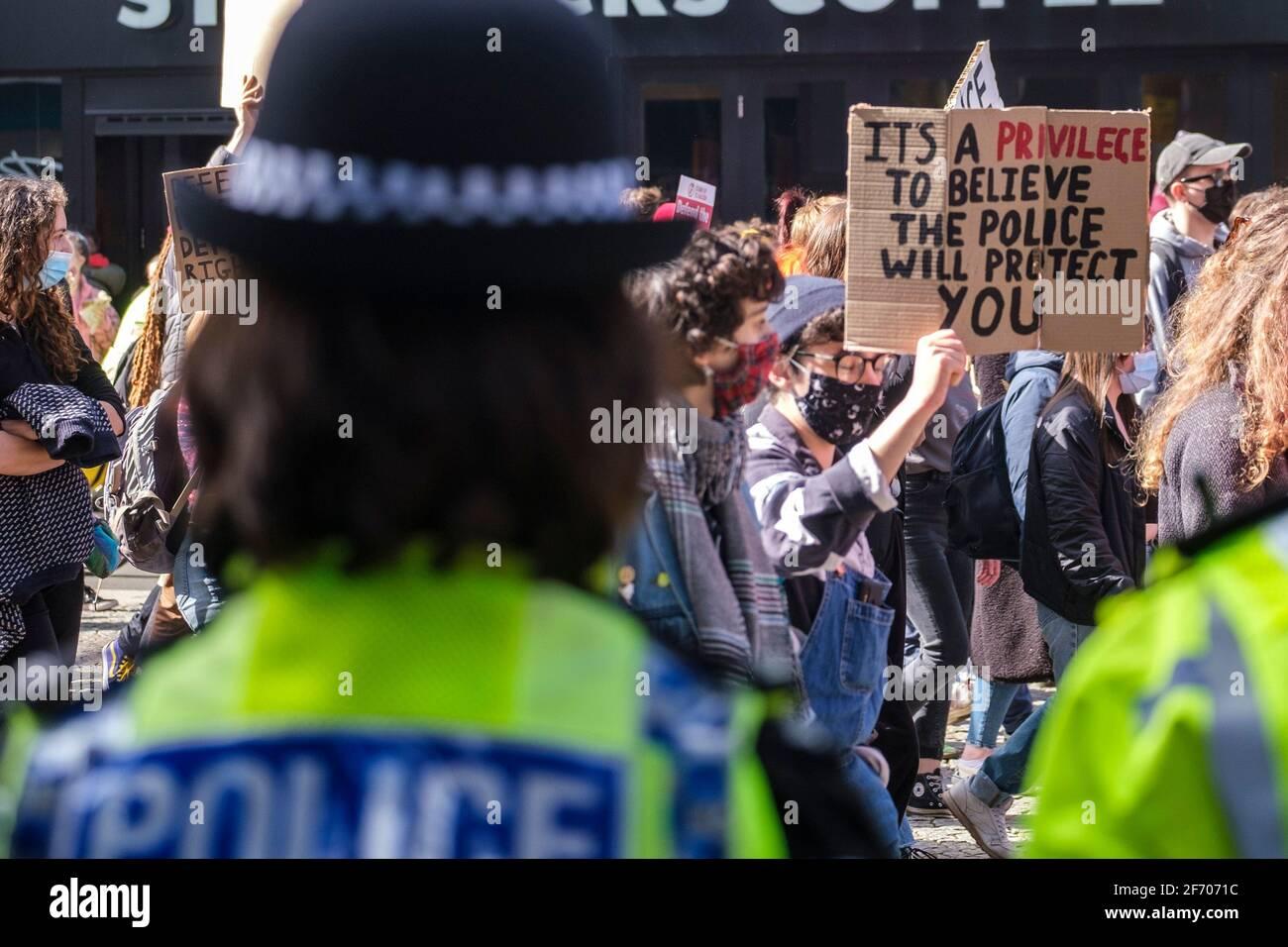 Sheffield, Reino Unido. 03rd de abril de 2021. Los manifestantes en la protesta contra el proyecto de ley de policía, crimen, sentencia y tribunales, en Sheffield, al norte de Inglaterra, el sábado 3rd de abril de 2021. Crédito: Mark Harvey/Alamy Live News Foto de stock